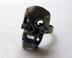Totenkopf-Ring Halloween-Accessoire grau 2cm