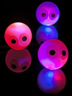 Blinkender Halloween-Flummiball mit Augen bunt 14cm