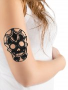 Gothic Spitzen-Tattoo Totenkopf Halloween-Accessoire schwarz 10x7cm