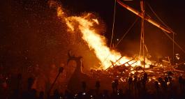 Die Totenfeste dieser Welt: Up Helly Aa Fire Festival auf den Shetlandinseln